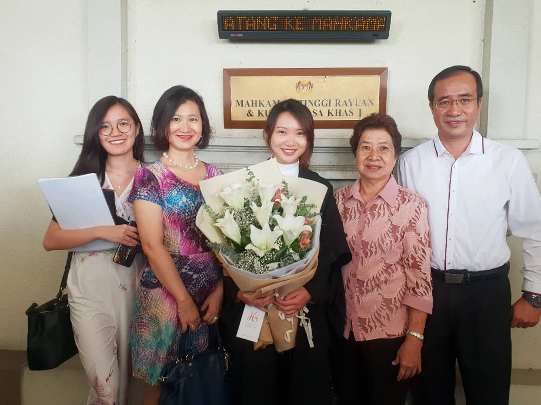 Ms. Hoe Shuang Lu (Petitioner's younger sister), Madam Chow Mee Mooi (Petitioner's mother), Hoe Sue Lu, Mdm. Hiu Lee Young (Petitioner's Grandmother) and Mr. Hoe Kai Yong (Petitioner's father).
